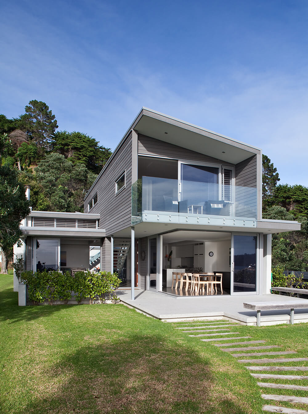 HC Architects Onetangi Beach house full